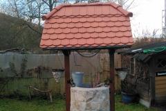 Brunnen mit Dach